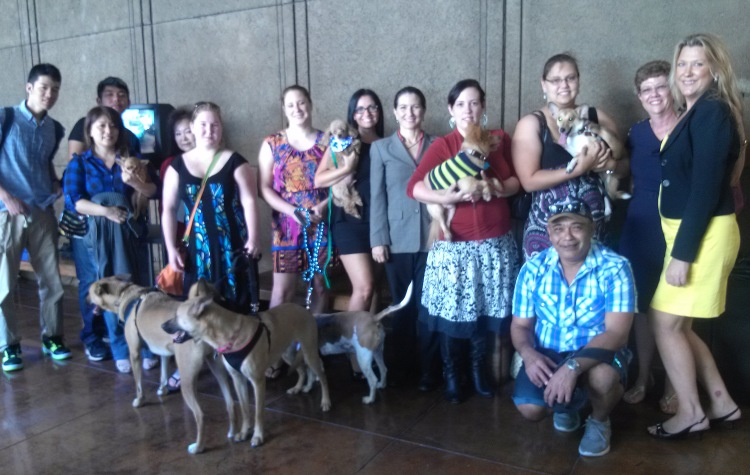 Dog owners and Inga Gibson (far right) gather at the Hawaii Capitol in support of 2014 Senate Bill 2026.